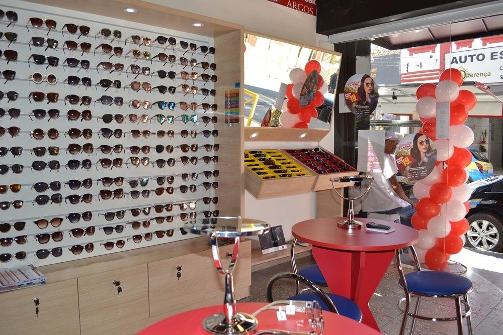 """3aa409051cfc7 A rede de franquias de óculos de sol e grau, Ótica """"Mercadão dos Óculos""""  inaugurou sua loja em São Roque na sexta-feira, 14."""