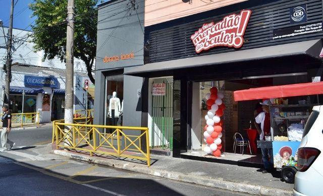 """15314e11370a1 A ótica Mercadão dos Óculos em São Roque, recém inaugurada na Rua Enrico  Dell Acqua, acaba de lançar a promoção """"compre lentes e a armação é de  graça""""."""